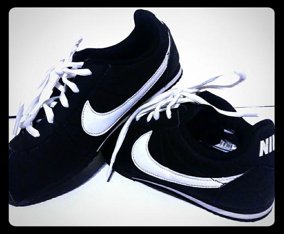 c84362e8448c Nike cortez nylon Youth sneakers. M 5c043b8af63eeace72ee19d8